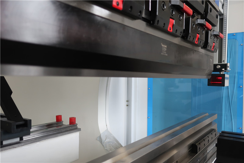 Finger laser protection from Italy