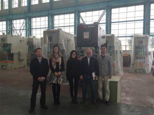 Columbia kunder kjøper hydrauliske presser fra Accurl Companies