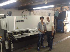 Kypros klient besøk trykk bremsemaskin og skjære maskin i vår fabrikk