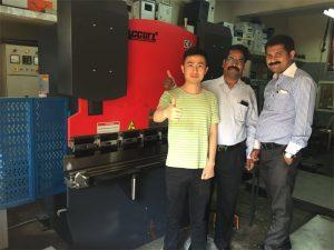India Kunder besøker fabrikker og kjøpsmaskiner