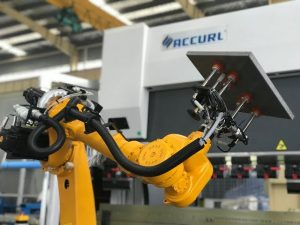 Robotbøyesystem for automatisk robotbrems av plater