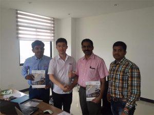 Sri Lanka Kunder diskuterer teknologi med Mr.Tai i vårt kontor